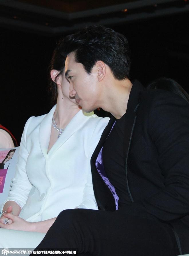 Luu Diec Phi, Song Seung Hun tinh cam giua tin don ran nut hinh anh 2 Người đẹp liên tục thủ thỉ với người yêu trước ống kính.