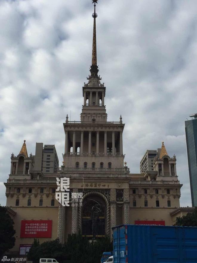 Dia diem cuoi cua Huynh Hieu Minh bi phong toa truoc gio G hinh anh 1 Ngày 8/10, hôn lễ Angela Baby và Huỳnh Hiểu Minh chính thức diễn ra tại Trung tâm triển lãm Thượng Hải (Trung Quốc). Có mặt tại địa điểm hôn lễ vào chiều 6/10, Sina cho biết trung tâm bị phong tỏa kín.