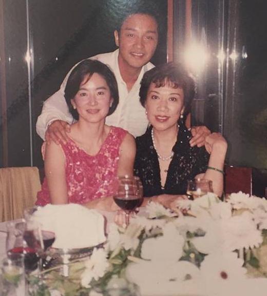 Lam Thanh Ha dang anh cu nho Truong Quoc Vinh hinh anh 3 Trong tiệc sinh nhật Trương Quốc Vinh 42 tuổi, Lâm Thanh Hà có mặt chúc mừng anh.