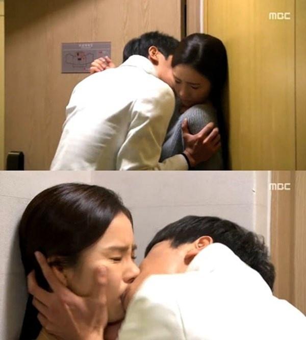 Nhung nu hon day bao luc tren man anh Han hinh anh 3 Cô nàng Seo Mi Do (Shin Se Kyung) trong When a Man Loves bị anh chàng  Jae Hee (Yeon Woo Jin) cưỡng hôn.