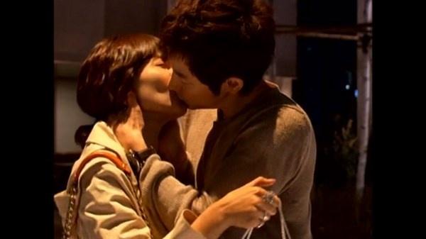 Nhung nu hon day bao luc tren man anh Han hinh anh 7 Seo In Woo (Park Shi Hoo) - nam chính trong Prosecutor Princess là người mạnh mẽ và quyết liệt trong tình yêu. Anh đã dùng hành động cưỡng hôn để thể hiện tình cảm của  mình với người đẹp Ma Hye Ri (Kim So Yeon).