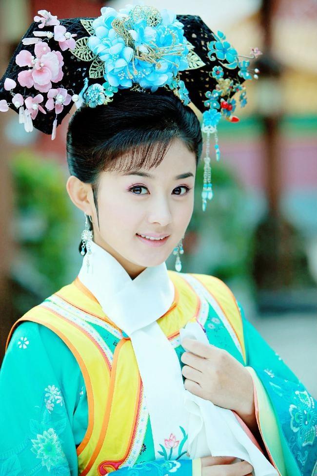 7 ngoi sao ten Dinh noi tieng cua dien anh Hoa ngu hinh anh 3 Triệu Lệ Dĩnh trong Tân Hoàn Châu cách cách.