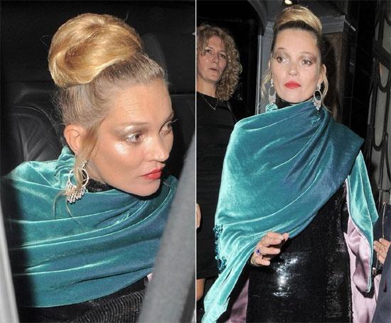 Diem mat sao tu bien minh thanh tham hoa trang diem hinh anh 6 Sử dụng bóng mắt màu xám làm nhiều người nhầm tưởng siêu mẫu Kate Moss đang đi tham dự Halloween.