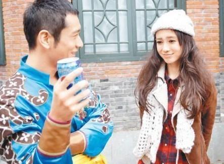Chuyen tinh 6 nam cua Angelababy - Huynh Hieu Minh qua anh hinh anh 3 Tháng 2/2010, mặc cho dư luận đồn đoán chuyện tình cảm, Huỳnh Hiểu Minh và Angela Baby xuất hiện chung trong mẫu quảng cáo của một thương hiệu.