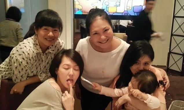 Dai S sinh nhat tiet kiem ben gia dinh hinh anh 2 Nữ diễn viên nổi tiếng bên mẹ và chị em gái.