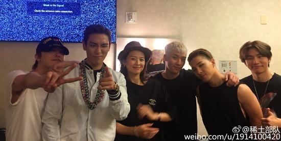 Chuong Tu Di lo bung bau khi chup anh cung Big Bang hinh anh 1 Chương Tử Di cùng các thành viên Big Bang.