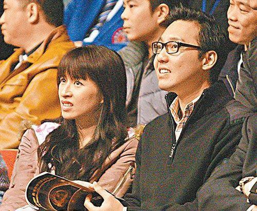 7 co vo trong phim 'Tieu Bao va Khang Hy' sau 15 nam hinh anh 15 Mạch Gia Kỳ và chồng.