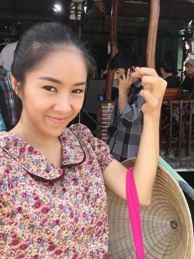 Trut bo phan son, sao Viet lieu co dang so? hinh anh 11 Hóa thân vào cô gái quê, Lê Phương để mặt mộc khá giản dị.