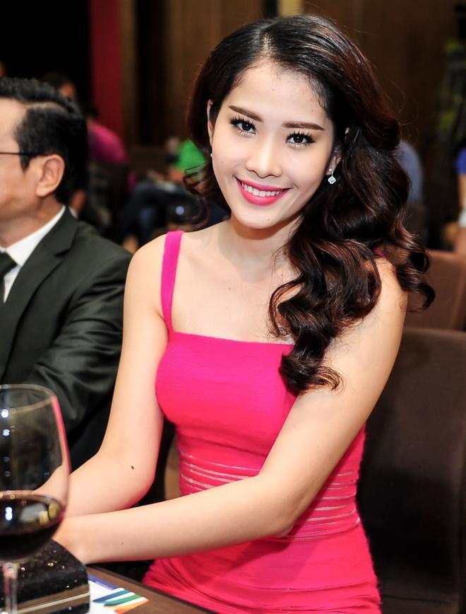 Viet Anh dat ganh nang tren vai Phuong Trinh trong phim moi hinh anh 6