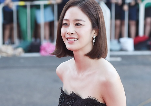 Kim Tae Hee lien tuc che chan vay tren tham do hinh anh