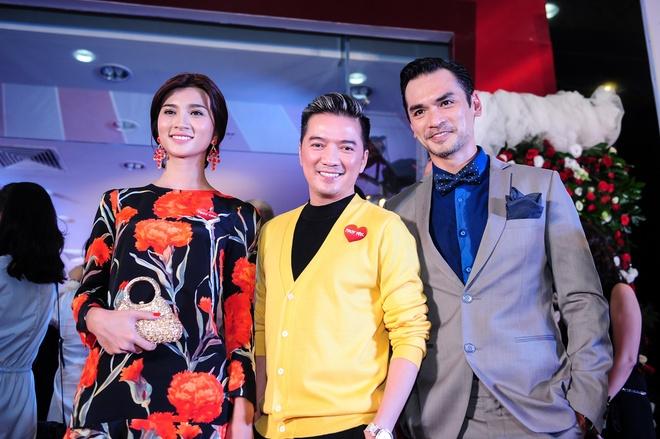 Dam Vinh Hung mac sac so di xem phim cua Viet Trinh hinh anh 3