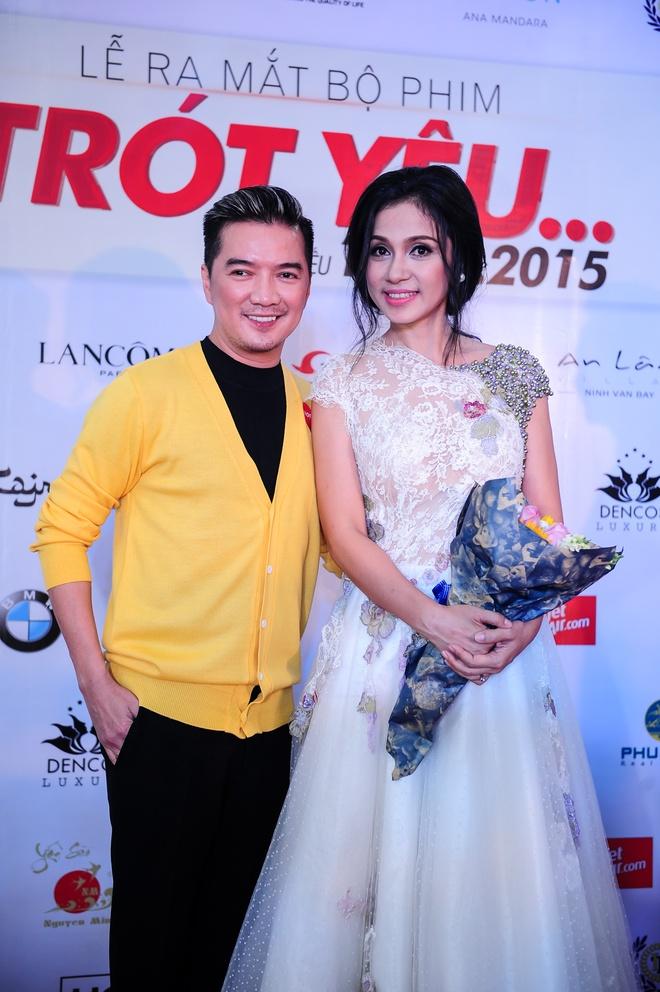 Dam Vinh Hung mac sac so di xem phim cua Viet Trinh hinh anh 2