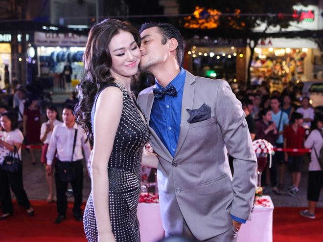 Dam Vinh Hung mac sac so di xem phim cua Viet Trinh hinh anh 5