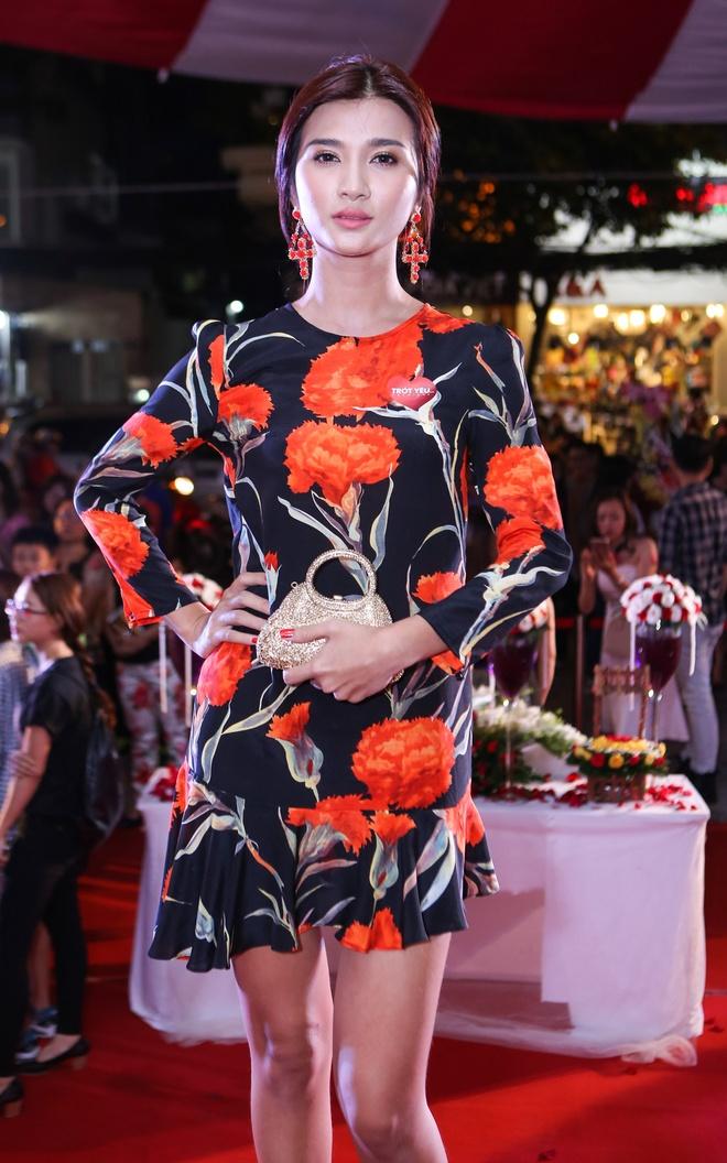 Dam Vinh Hung mac sac so di xem phim cua Viet Trinh hinh anh 8