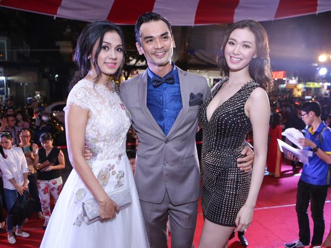 Dam Vinh Hung mac sac so di xem phim cua Viet Trinh hinh anh 4