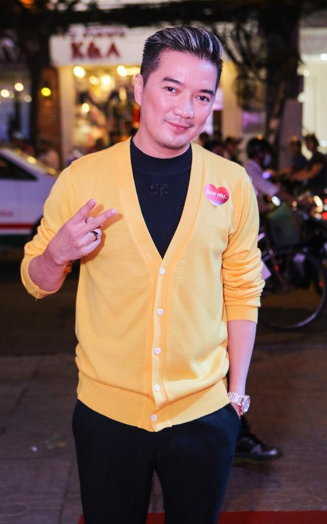 Dam Vinh Hung mac sac so di xem phim cua Viet Trinh hinh anh 1