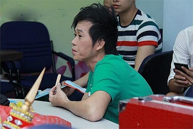 Hoai Linh nhan mat tren truyen hinh khien khan gia ngan ngam hinh anh 20