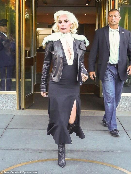 Lady Gaga chien dau voi chung tram cam, lo au hinh anh 2