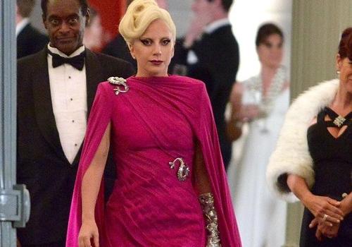 Lady Gaga chien dau voi chung tram cam, lo au hinh anh