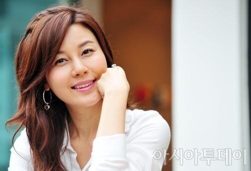 20 minh tinh la bieu tuong sac dep cua showbiz Han hinh anh 18 Kim Ha Neul được trang Nate đánh giá đẹp mộc mạc, giản dị.