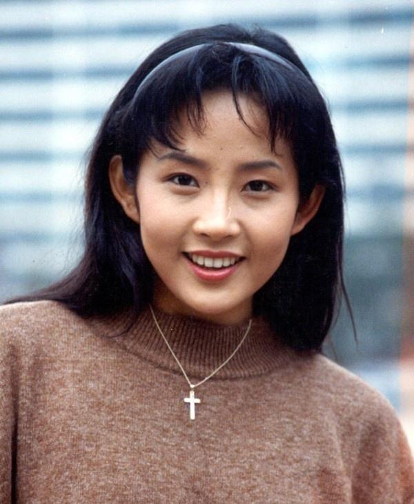 20 minh tinh la bieu tuong sac dep cua showbiz Han hinh anh 14 Choi Jin SIl từng là đệ nhất minh tinh showbiz Hàn sau thành công của Ước mơ vươn tới một ngôi sao, Anh và em...Cô được đánh giá không đẹp nổi bật nhưng mang lại sự ấm áp cho người đối diện. Đáng tiếc, ngoài đời, cô tự tử năm 2009 vì chứng trầm cảm.