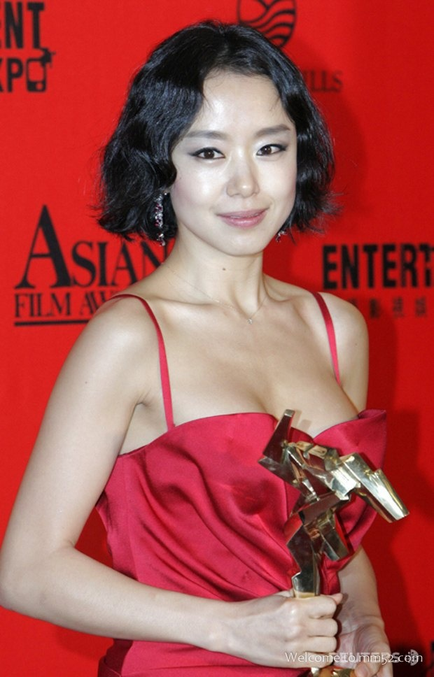 20 minh tinh la bieu tuong sac dep cua showbiz Han hinh anh 6 Trang Hoàn Cầu cho rằng, Jeon Do Yeon không đẹp sắc sảo nhưng đằm thắm và tinh tế.