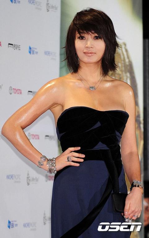 20 minh tinh la bieu tuong sac dep cua showbiz Han hinh anh 13 Kim Hye Soo có thể coi là biểu tượng gợi cảm nhất màn ảnh Hàn trong 2 thập kỷ.