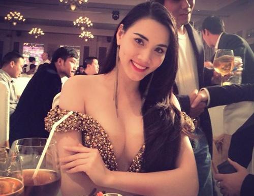 Sao Viet phan cam voi mot day nguc ngon ngon hinh anh 15 Hở hang, đẩy ngực thái quá sẽ không mang đến diện mạo đẹp cho chủ nhân và Trang Nhung là một ví dụ điển hình.