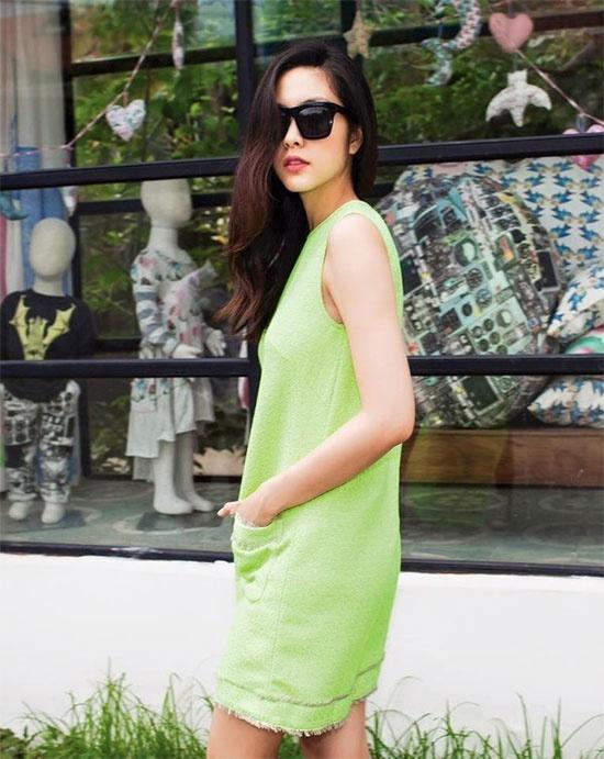 Hoc sao Viet muon set do hap dan gioi may rau ngay hen ho hinh anh 2 Dáng người gầy hoặc vòng eo to thì những mẫu váy dáng suông là style lý tưởng nhất cho chủ nhân. Váy suông gam xanh như Hà Tăng vừa tạo sự tươi trẻ lại thoải mái hoạt động.