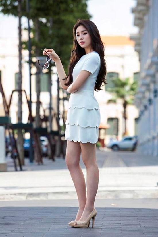 Hoc sao Viet muon set do hap dan gioi may rau ngay hen ho hinh anh 8 Váy trắng xếp tâng mà Hoa hậu Kỳ Duyên diện là mẫu
