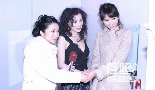 Minh tinh Hoa ngu va canh 'bang mat khong bang long' hinh anh 5 Tiêu Tường và Lâm Chí Linh được đề nghị chụp ảnh chung xóa tan hiềm khích.