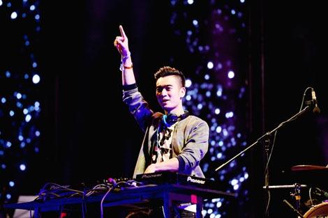 DJ SlimV: Khong non nong de duoc noi tieng hinh anh 2 Với tư duy âm nhạc luôn chuyển động, mới lạ, SlimV được giới chuyên môn đánh giá cao.