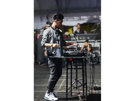 DJ SlimV: Khong non nong de duoc noi tieng hinh anh 3 Với SlimV, nhạc điện tử là thể loại nhạc không có giới hạn trong màu sắc của âm thanh.