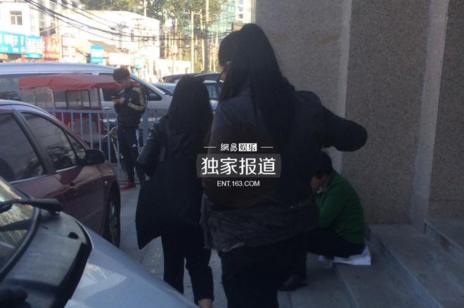 Bo cu, con roi tu tin tai toa khi kien Truong Thiet Lam hinh anh 2 Nhiều người cho rằng, Trương không giống ông bố nổi tiếng khi sở hữu thân hình tròn trịa ngoại cỡ. Cô chia sẻ không hề muốn câu chuyện diễn biến đến như thế này. Tuy nhiên, vì thủ tục học ở nước ngoài, cũng như đền bù những tổn thất sinh hoạt phí trong quá khứ, cô đề nghị tòa xử nghiêm khắc.