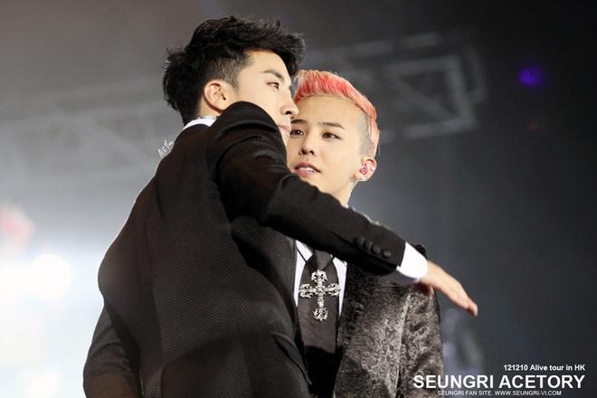 Nhung doi nam tung ghet nhau ra mat cua Kpop hinh anh 4 G-Dragon và Seungri là một trong những cặp đôi nam được yêu mến của Kpop, thậm chí, các fan nữ còn hâm mộ cuồng nhiệt bộ đôi này bởi cả 2 thường có hình ảnh thân mật với nhau. Thế nhưng, nhiều fan có lẽ không biết rằng thời gian đầu G-Dragon rất ghét Seungri. Thậm chí, không chỉ G-Dragon mà cả Taeyang cũng không chào đón cậu em út này.