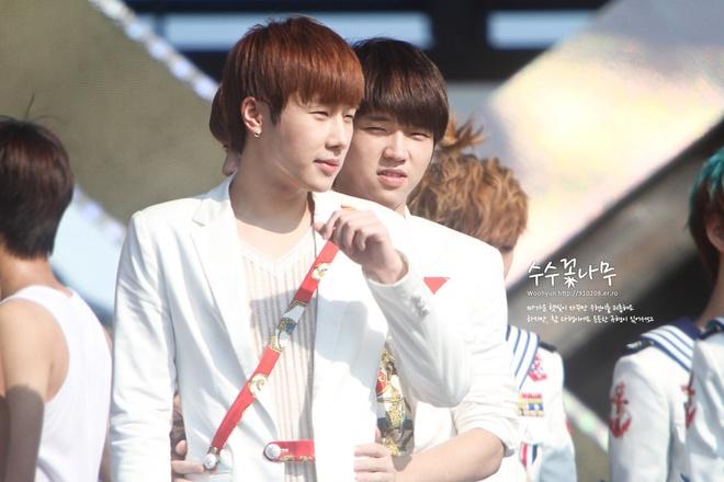 Nhung doi nam tung ghet nhau ra mat cua Kpop hinh anh 9 Sunggyu đã rất ghét Woohyun trong thời gian còn là thực tập sinh, thậm chí, Sunggyu còn nói nếu như không cùng nhóm thì anh chàng không muốn gặp lại Woohyun. Thế nhưng, bây giờ Woohyun lại là người được Sunggyu tin tưởng nhất.