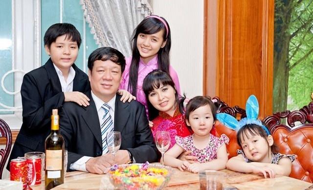 Dang sau cuoc song xa hoa cua ca si Trang Nhung hinh anh 3 Gia đình hạnh phúc của Trang Nhung