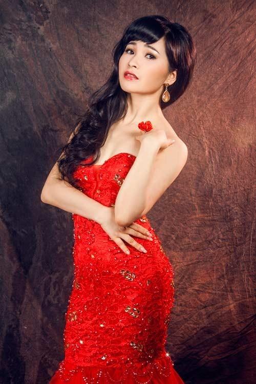 Dang sau cuoc song xa hoa cua ca si Trang Nhung hinh anh 1