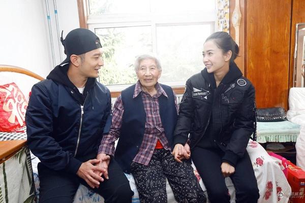 Angelababy ve que Huynh Hieu Minh sau dam cuoi hinh anh 5 Không chỉ thế, Huỳnh Hiểu Minh đưa vợ đến gặp một lão bà cơ nhỡ. Theo anh chia sẻ, anh thường gọi bà là bà Lục.