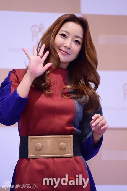Kim Hee Sun tre dep o tuoi U40 hinh anh 2