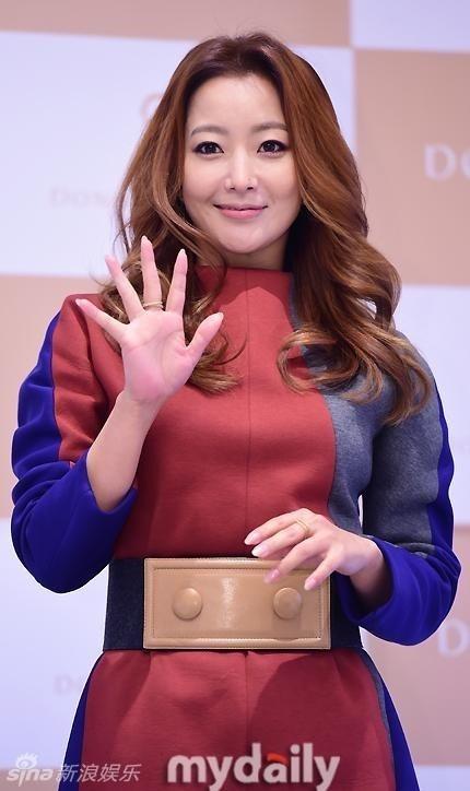Kim Hee Sun tre dep o tuoi U40 hinh anh 3