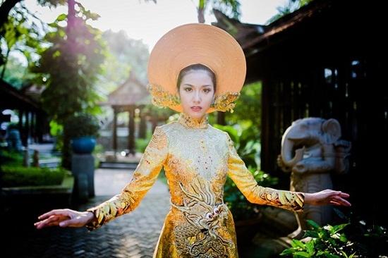 4 bo ao dai truyen thong Viet an tuong o dau truong quoc te hinh anh