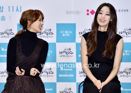 My nhan 'Xin loi, anh yeu em' hoc hac vi ep can hinh anh 5 Ngồi bên cạnh Choi Yeo Jin là nữ diễn viên Lee Chung Ah được khen ngợi rạng rỡ hơn.