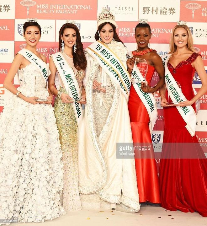 Tan Hoa hau Quoc te lo anh phau thuat tham my hinh anh 2 Hoa hậu Quốc tế không cấm thí sinh thẩm mỹ nhưng việc Edymar Martinez được tôn vinh vẫn gây ra chủ đề tranh cãi.
