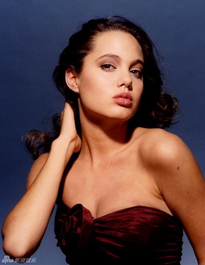 Ve dep cua bong hong noi loan Angelina Jolie hinh anh 6 Vẻ đẹp quyến rũ của Angelina trong những năm đầu khởi nghiệp.
