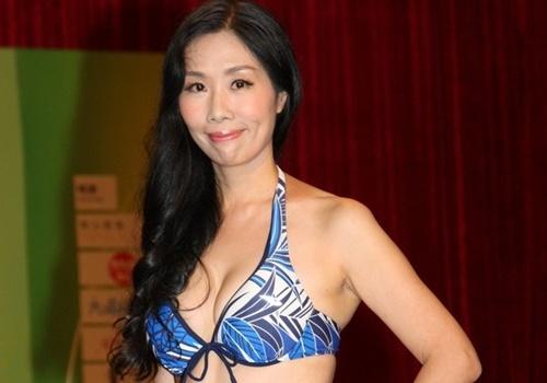 Thi sinh 51 tuoi tu tin dien bikini thi Hoa hau chau A hinh anh