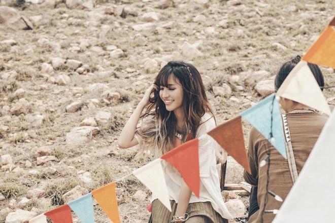 Bich Phuong yeu chang trai mien nui trong MV moi hinh anh 1