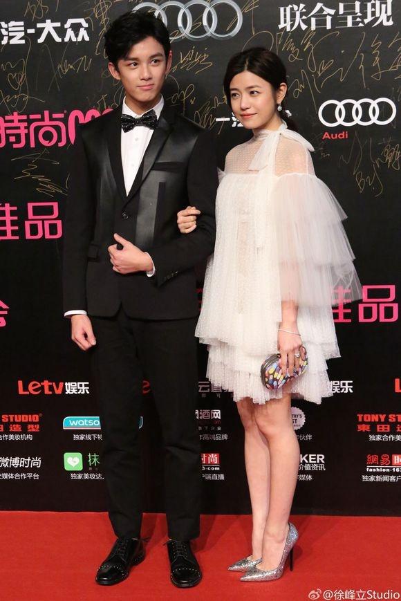 Angelababy lan dau du su kien sau dam cuoi hinh anh 4 Trần Nghiên Hy điệu đà với váy trắng cầu kỳ.