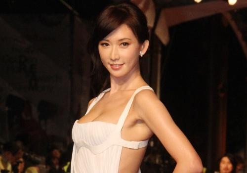 Vi sao showbiz Dai chi Lam Chi Linh 10 nam bi don ban dam? hinh anh
