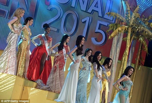 Thi sinh cao 1,63 m dang quang Hoa hau chuyen gioi quoc te hinh anh 7 Hình ảnh trong đêm chung kết Hoa hậu chuyển giới quốc tế 2015 được đánh giá quy mô và sang trọng không kém cạnh bất kỳ cuộc thi sắc đẹp tầm quốc tế nào.